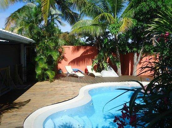 Appart Hotel Marina : Coin piscine