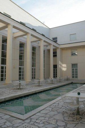 Hotel Palazzo Esedra: La sala bar e colazioni a cielo aperto