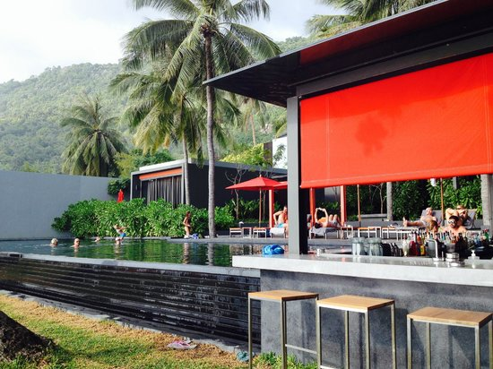 The Coast Resort - Koh Phangan : Lovely Pool with Bar. Next to breakfast area!