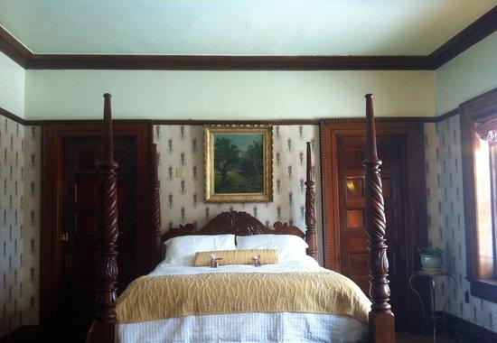 Belhurst Castle: Bedroom in the Dwyer Suite