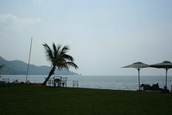 Lake Kivu Serena Hotel: La plage du Serena