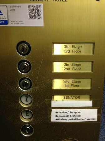 Senats Hotel : You need a key to get to your floor