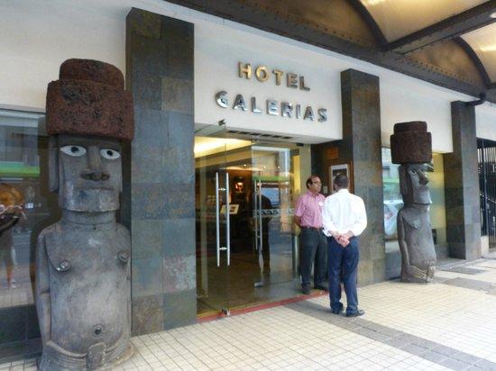 Hotel Galerias : em frente ao hotel