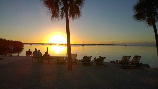 Hampton Inn Key Largo: Sunset at the hotel beach