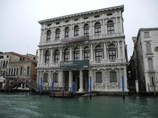Ca' Rezzonico: Facciata ripresa dal Canal Grande