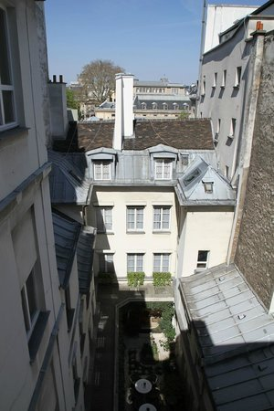 Hotel d'Angleterre, Saint Germain des Pres : Room overlooks quiet internal courtyard