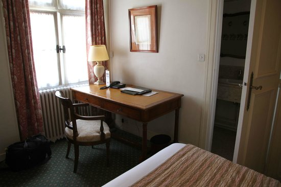 Hotel d'Angleterre, Saint Germain des Pres : Nice large desk in the single room
