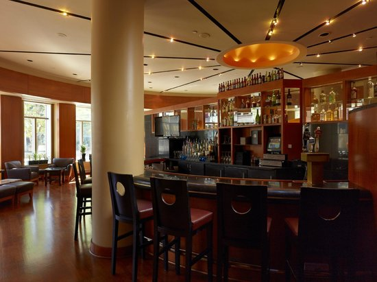 Encore at the Wyndham Playhouse Square: Blue Bar