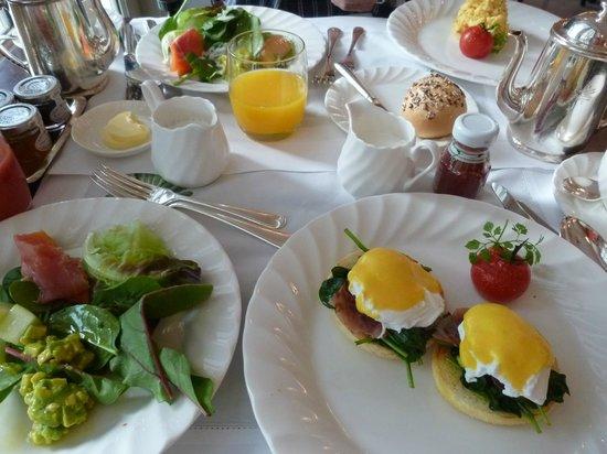 Raffles Hotel Singapore : ティフィンルームで朝食
