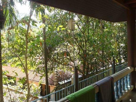 J.J. Bungalow & Guest house: porticato