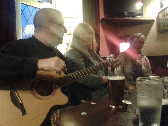 Ye Olde Cheshire Cheese Inn: Jim andAnn musicking