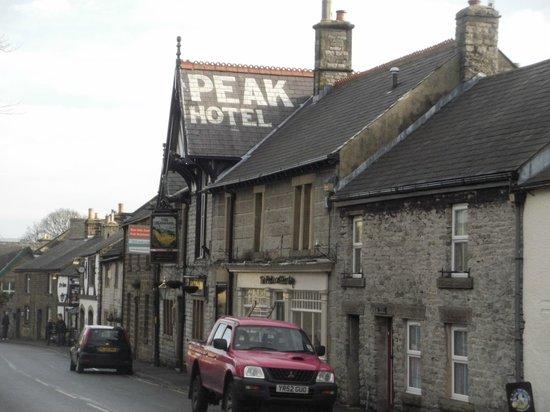 Ye Olde Cheshire Cheese Inn: Looking down the street