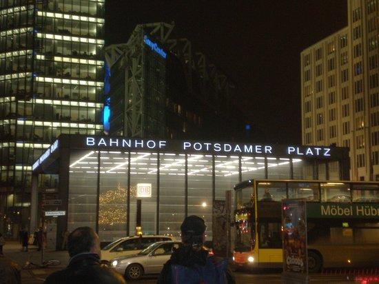 Potsdamer Platz: Potsdamerplatz in notturna