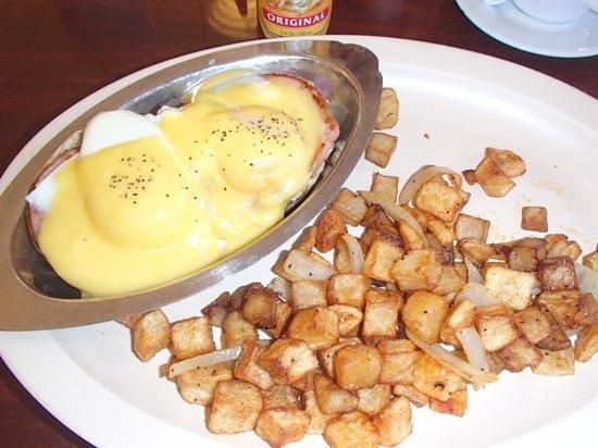 Jerry's Famous Deli : Eggs Benedict