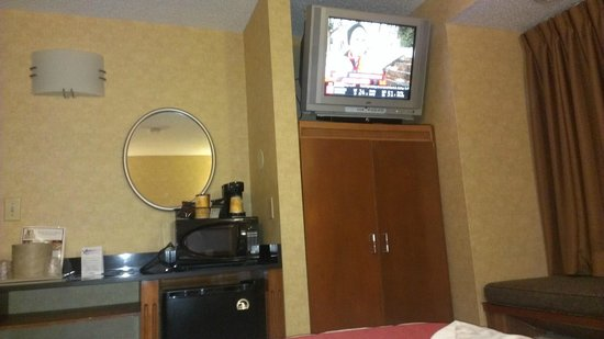 Quality Inn and Suites North/Polaris: TV upgrade on its way !