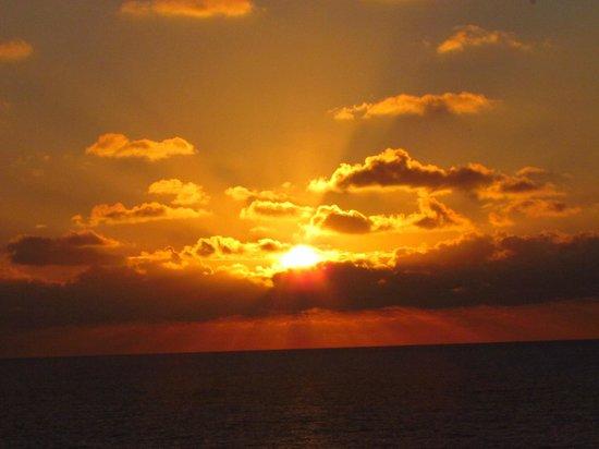 Grand Park Royal Cancun Caribe : Sunrise