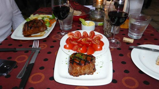 B's Steakhouse: Beef Filet - outstanding - delicious !