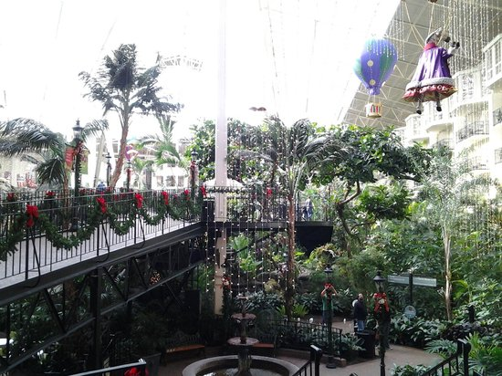 Gaylord Opryland Resort & Convention Center: Inside one of the atriums
