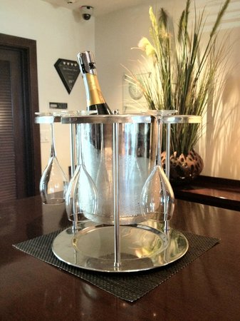 The Betsy - South Beach : Champagne at the front desk upon arrival