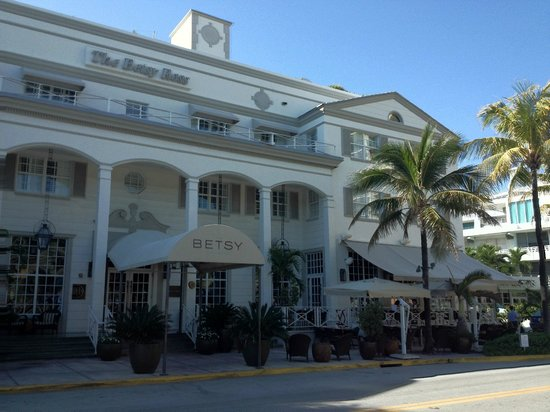 The Betsy - South Beach : Great front porch & outdoor dining area
