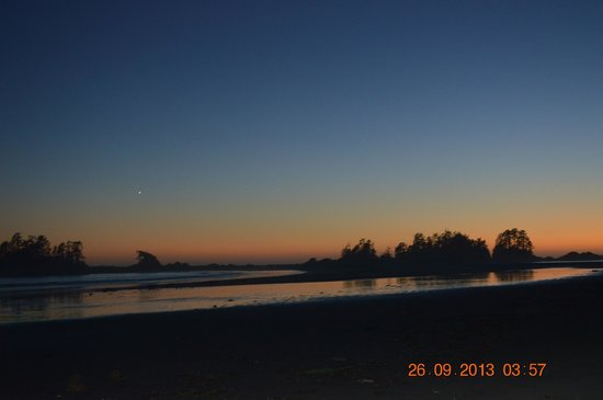 Chesterman Beach Bed and Breakfast: One of many sunsets