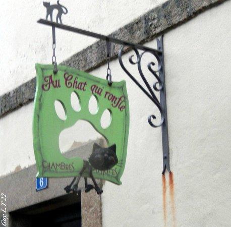 Au Chat qui Ronfle: l'enseigne du chat qui ronfle