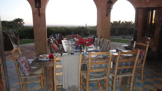 Villa Santa Cruz: Outside dining table
