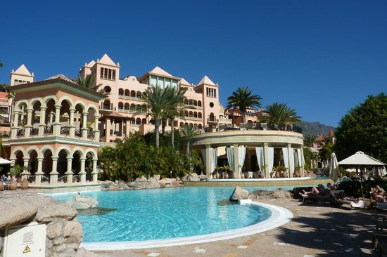 Iberostar Grand Hotel El Mirador: Hotel from terrace