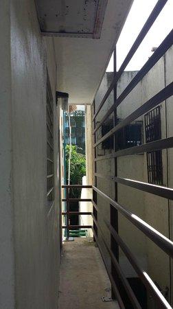 Maya del Carmen: Entrance to room on the left