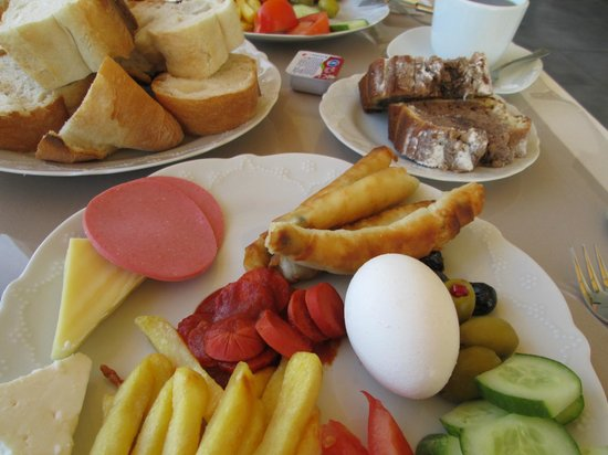 Sultanahmet Suite Life Hotel: Our hearty breakfast fare
