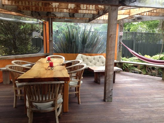 Riverstone Backpackers: patio