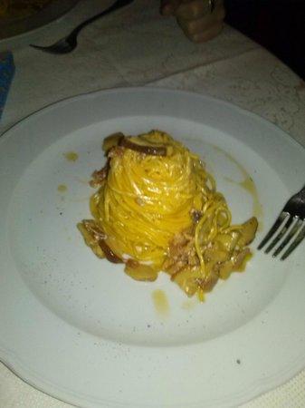 La Vecchia Posta : tagliolini pancetta porcini e zafferano