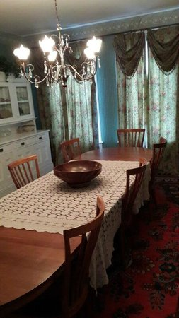 Estabrook House Bed and Breakfast: Dining room