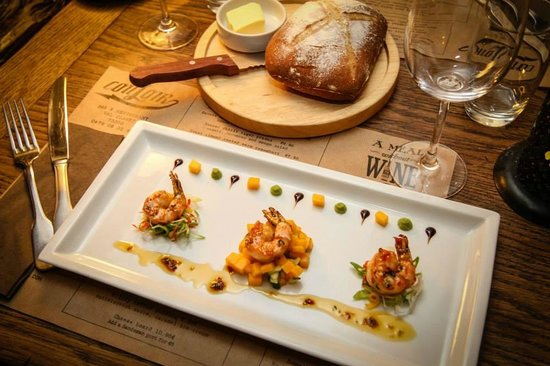 Couloir Bar & Restaurant : Seared Chilli tiger prawns