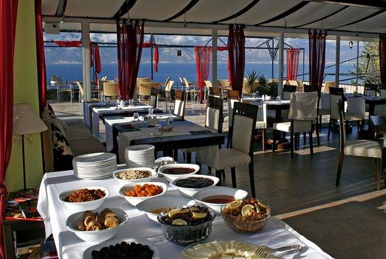 Nejat Balik: Pazarları açık büfe kahvaltı