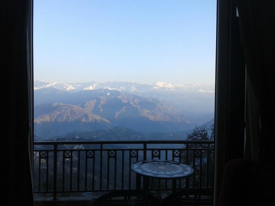 Grand View Hotel : Breathtaking view of snow covered peaks from balcony