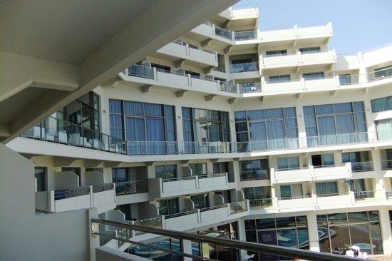 Elysium Resort & Spa: вид с балкона на этаж элит клаб
