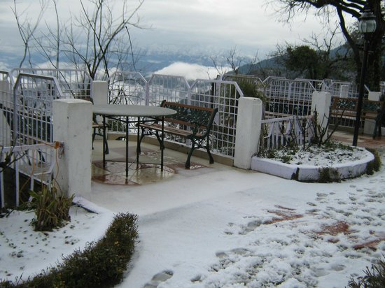 Grand View Hotel : The ground covered in fresh snow makes for a cold thrilling walk