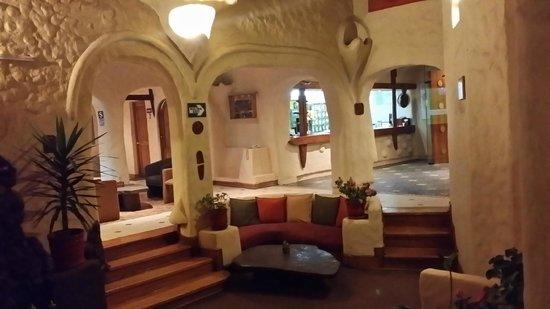 San Agustin International Hotel: The waiting area in hotel lobby