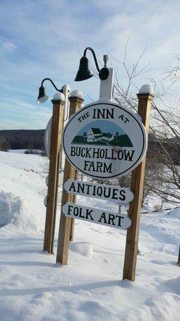 Inn At Buck Hollow Farm: The sign