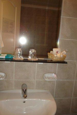 Hotel Carlos V Patagonia Bariloche: Baño