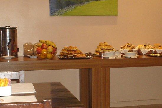 Carlos V Hotel San Carlos Bariloche: Desayuno