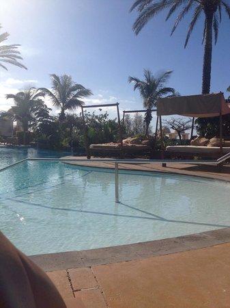 Vincci Selección La Plantación del Sur: Pool side - February and warm!