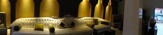 Carnival Palace Hotel: sofa in lounge area