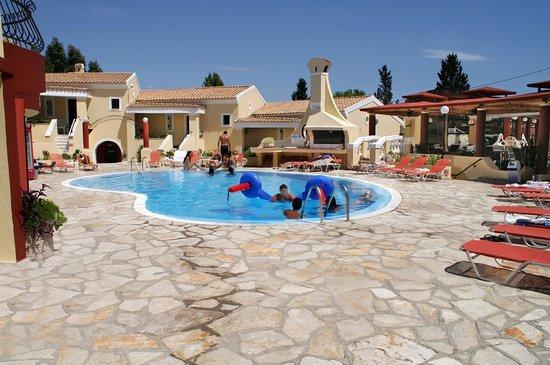 Mediterranean Blue Resort: Pool side