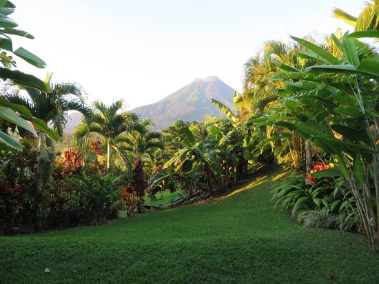 Arenal Manoa Hotel: Arenal Volcano view from our room.