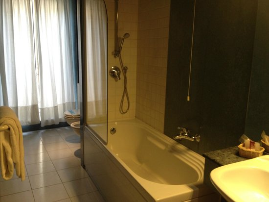Hotel Madrid: grande bagno