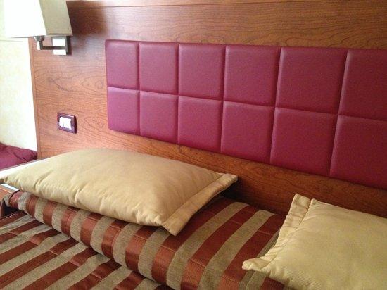 Hotel Madrid: camera da letto