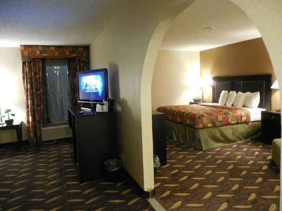 Pine Bluff Inn & Suites