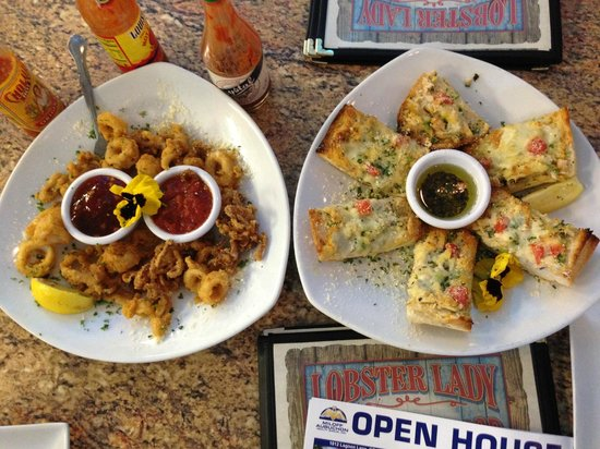 Lobster Lady Seafood Market & Bistro : Calamari and Cape Coral Bread